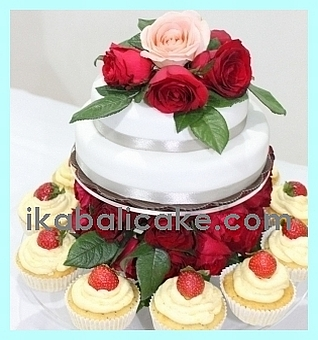 IKA Bali Anniversary Cake with Red Roses and Strawberry Cheese Cream Cup Cakes